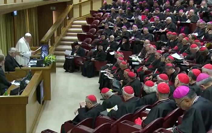 Papa çocuk tacizini önleme zirvesini açtı: Cemaat boş laf değil, somut çözüm istiyor