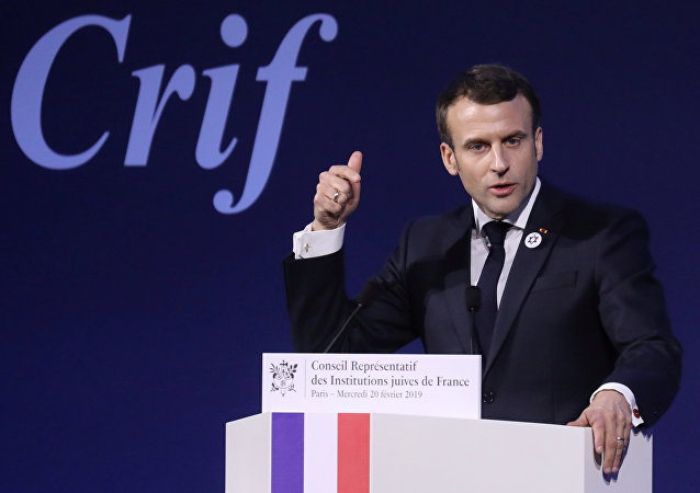 Fransa'daki Yahudi Kurumları Konseyi'nin (CRIF) yıllık yemeğine katılan Emmanuel Macron, '2. Dünya Savaşı sonrası en kötü düzeye' ulaştığını söylediği anti semitizmle mücadele için yol haritasını açıkladı.
