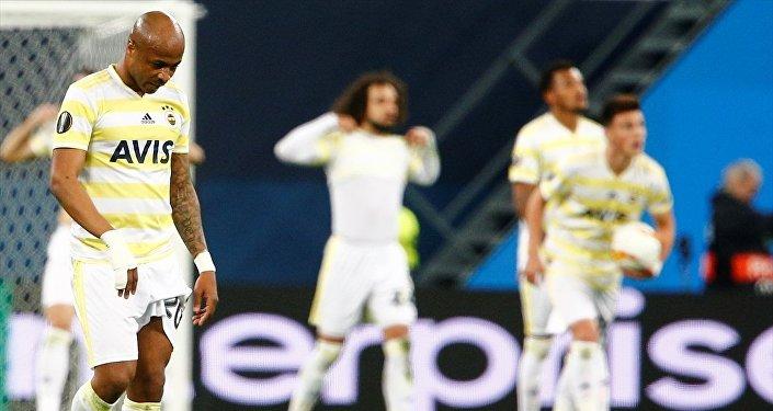 Fenerbahçe, UEFA Avrupa Ligi son 32 turu rövanş karşılaşmasında Rusya'nın Zenit takımına 3-1 yenilerek Avrupa kupalarına veda etti.