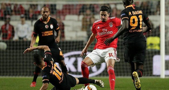 Galatasaray, UEFA Avrupa Ligi son 32 turunda ilk maçta 2-1 yenildiği Benfica ile deplasmanda golsüz berabere kaldı ve Avrupa kupalarına veda etti.