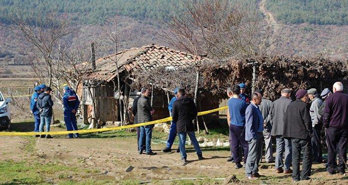 İmam ve eşi, ahırda ayakları bağlı tüfekle vurulmuş olarak ölü bulundu