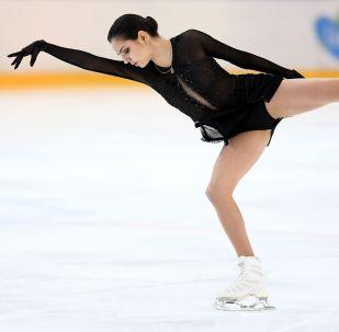 """İki kez Dünya Şampiyonu, 2018 Kış Olimpiyat Oyunları'nda gümüş madalya sahibi Yevgeniya Medvedeva, """"Artistik patinajda yaptıklarımın sadece yüzde 10'unu kendim için yapıyorum. Geriye kalanını ise sizin, ailem, tüm ülkem için yapıyorum"""" dedi."""