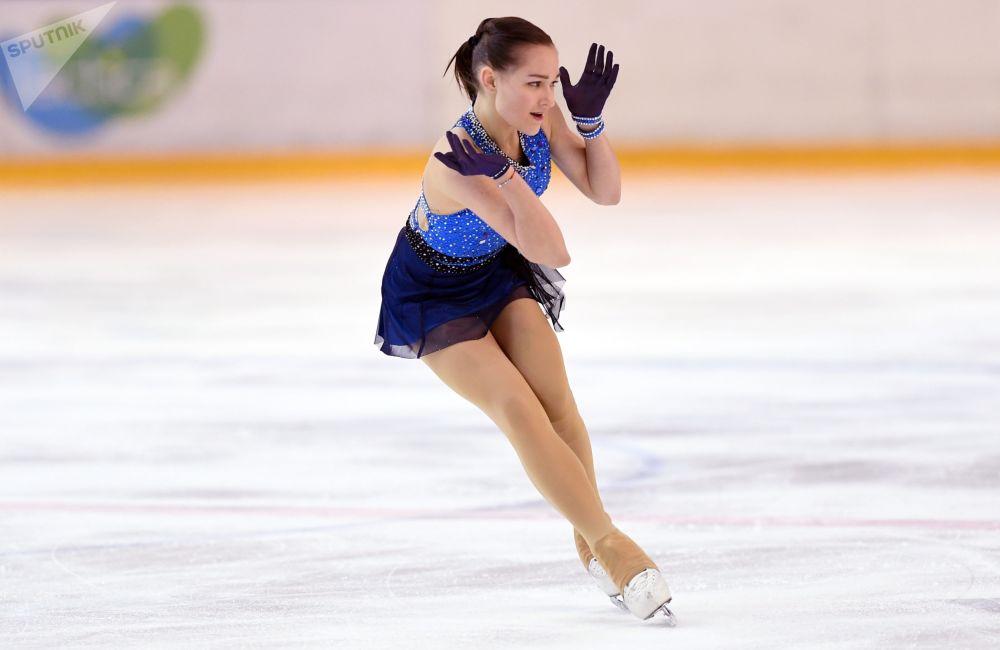 16 yaşındaki Anna Tarusina, 12 yıldır artistik patinaj yapıyor.