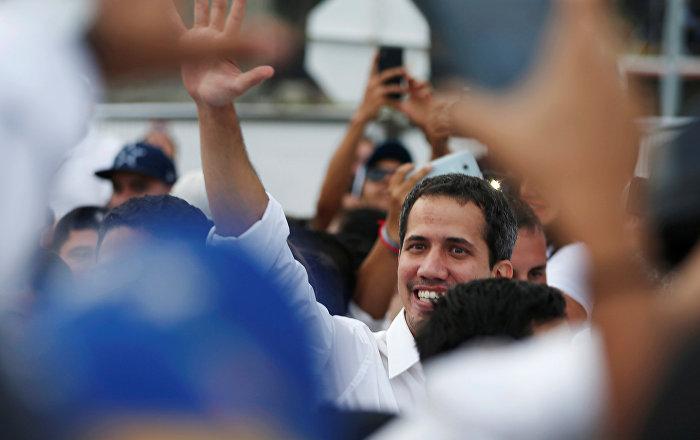 Guaido, Kolombiya'da düzenlenen 'insani yardım' konserine katıldı
