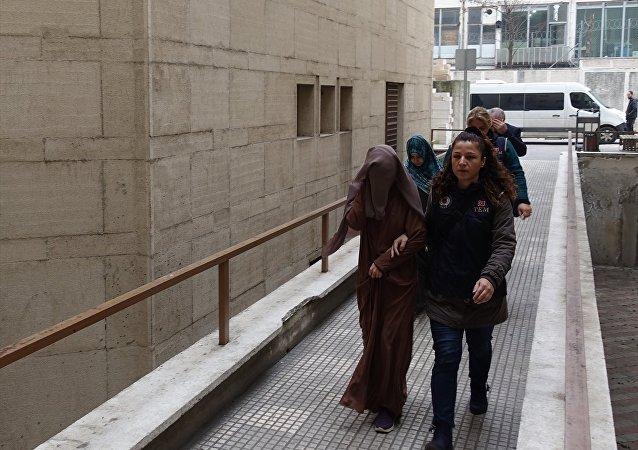 Bursa'da IŞİD yönelik operasyonda, aralarında İnterpol tarafından aranan 2 kadının da bulunduğu 4 kişi gözaltına alındı
