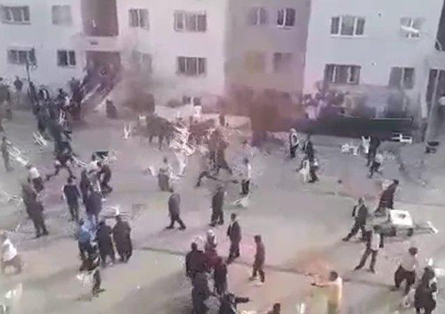 Adana - Gelin ve damat yakınlarının 'En çok siz dans ettiniz' kavgası