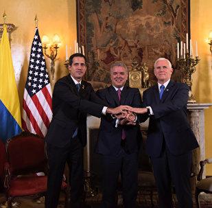 Kendisini Venezüella geçici Devlet Başkanı ilan eden Juan Guaido ve ABD Başkan Yardımcısı Mike Pence, Kolombiya'nın başkenti Bogota'da gerçekleştirilen Lima Grubu toplantısında bir araya geldi.