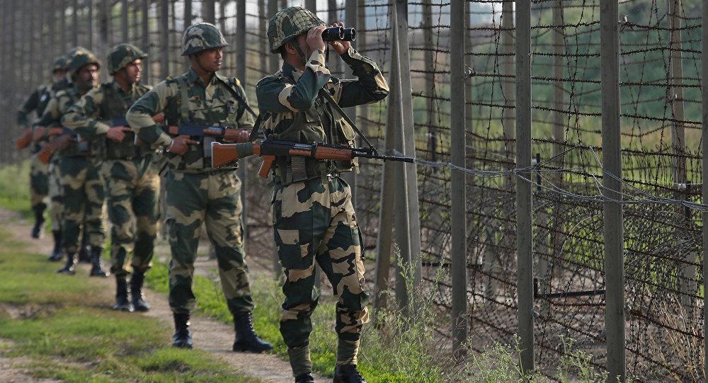 Pakistan sınırındaki Hint askerleri
