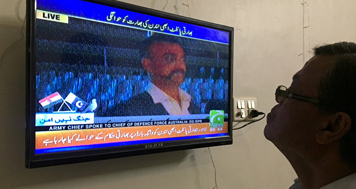 Pakistan, esir pilotu Hindistan'a iade etti