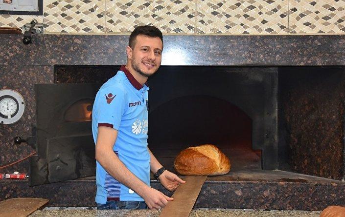 Hasan Sağlam Sevgi, takımdan daha önemlidir. Bundan sonra Trabzonsporluyum dedi.