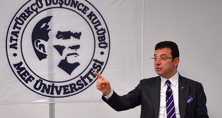 """CHP'nin İstanbul Büyükşehir Belediye Başkan adayı Ekrem İmamoğlu, yerel seçim öncesinde isim vermeden AK Parti'nin adayı rakibi Binali Yıldırım'a """"1984'te adaylar yan yana gelip seçim tartışması yaparken, biz bugün neden bir araya gelemiyoruz? Açık davet, bir TV kanalı bizi davet etsin rakibimle sohbet edelim"""" diyerek davette bulundu."""