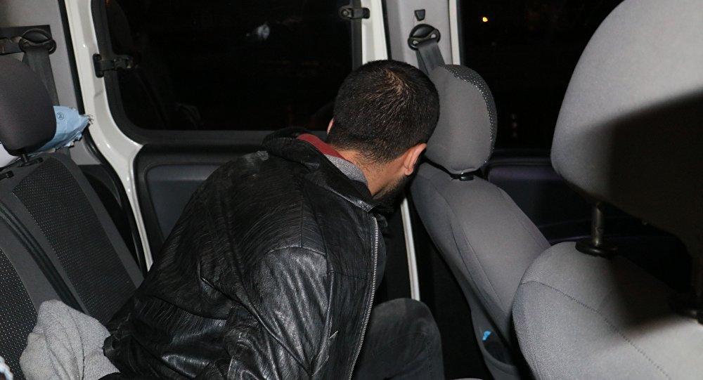 Adana'da bir kişi hırsızlık için girdiği oto yıkama dükkanı içerisinde polis tarafından suçüstü yakalandı