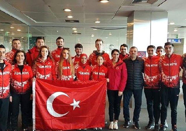 Uluslararası Salon Atletizm Şampiyonası'nın son gününde Türk atletler iki birincilik daha kazandı.