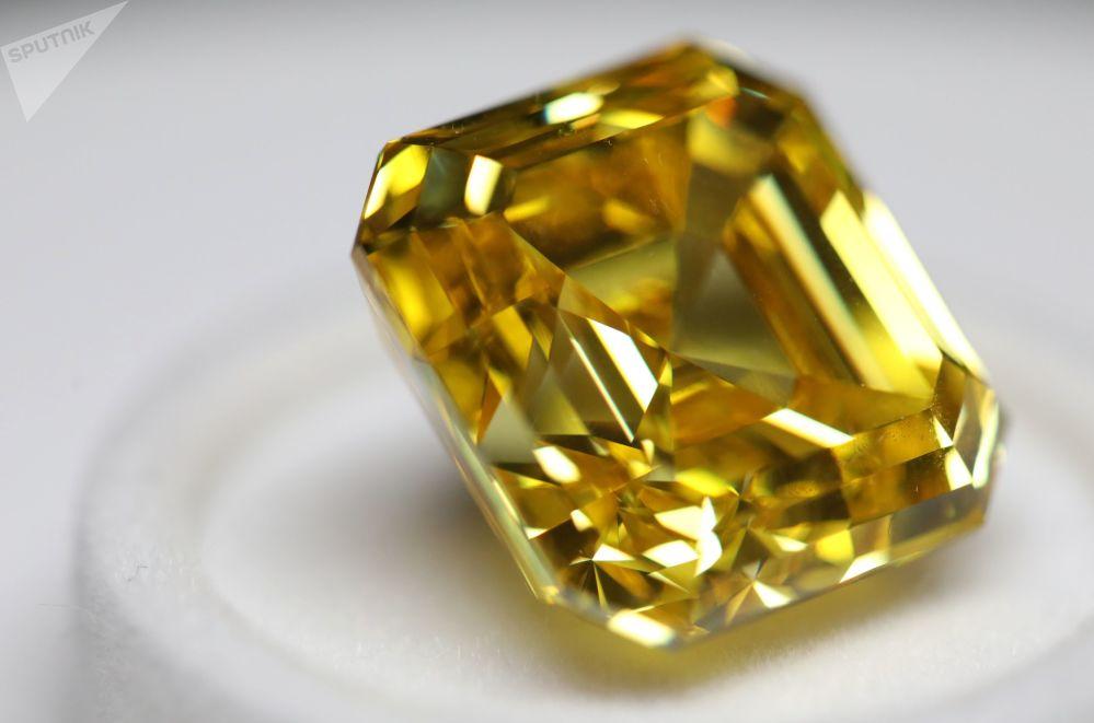 Rusya'nın en büyük elmas madencilik şirketi Alrosa, geçtiğimiz Şubat'ta Yakutistan'daki Ayhal bölgesinde 2 adet nadir elmas çıkardıklarını açıkladı.
