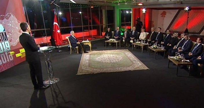 AK Parti'nin İstanbul Büyükşehir Belediye Başkanlığı adayı Binali Yıldırım, İstanbul adaylarıyla birlikte yeni projeleri anlattı