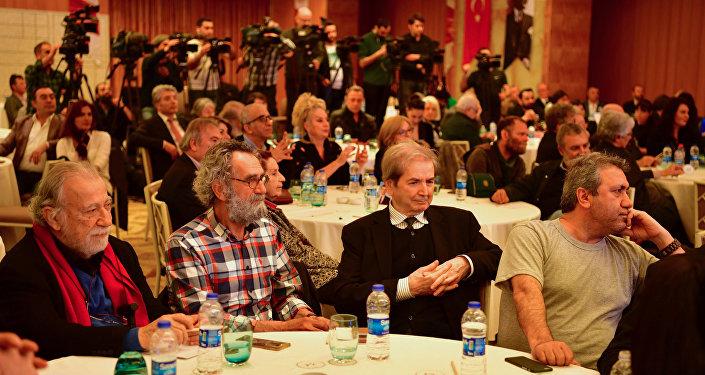 Kılıçdaroğlu sanatçılarla bir araya geldi