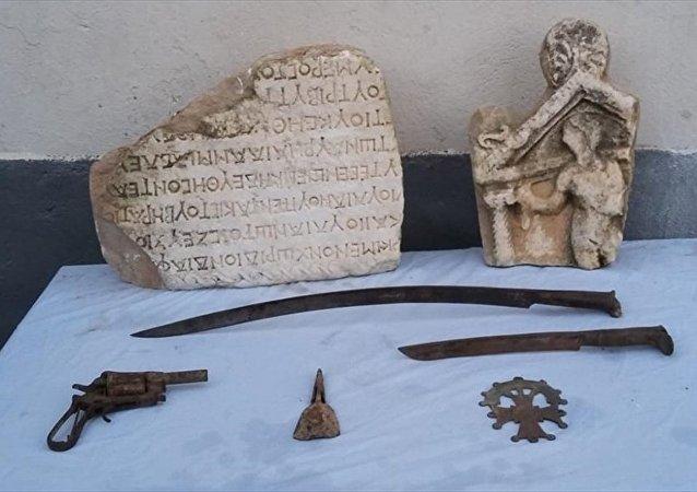 Denizli'de 2 bin 500 yıllık tarihi eser ele geçirildi