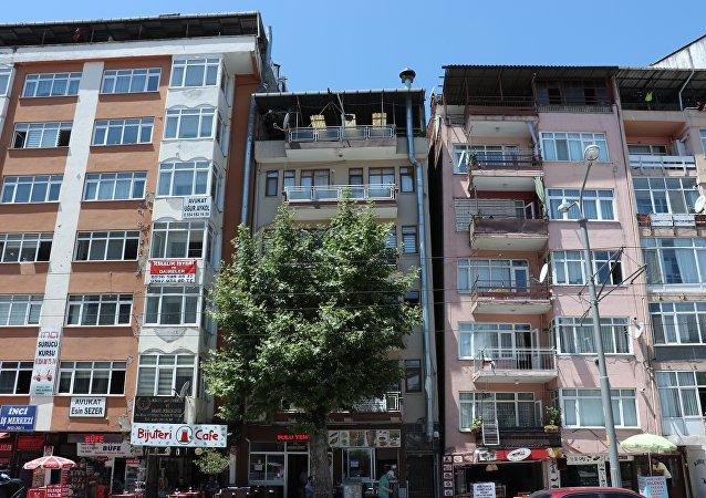 Kocaeli'ndeki yamuk binalar korkutuyor