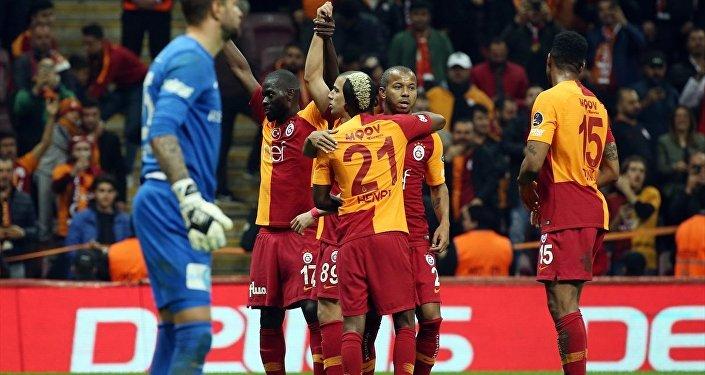 Galatasaray, sahasında farklı kazandı