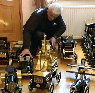 Eski dikiş makinelerinden maket araba yaptı