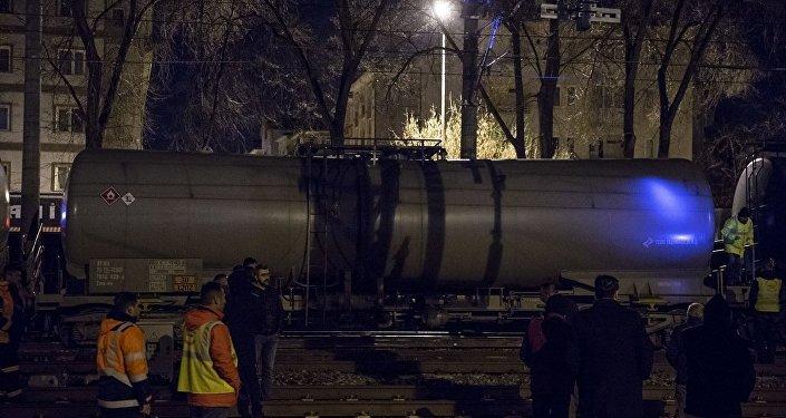 Ankara'nın Sincan ilçesinde akaryakıt taşıyan yük treninin raydan çıktı