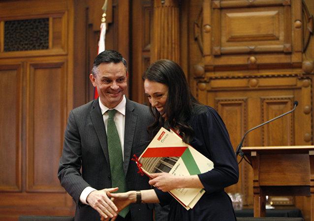 Yeni Zelanda İklim Değişikliği Bakanı ve Yeşil Parti'nin Eş Başkanı James Shaw ile Başbakan Jacinda Ardern