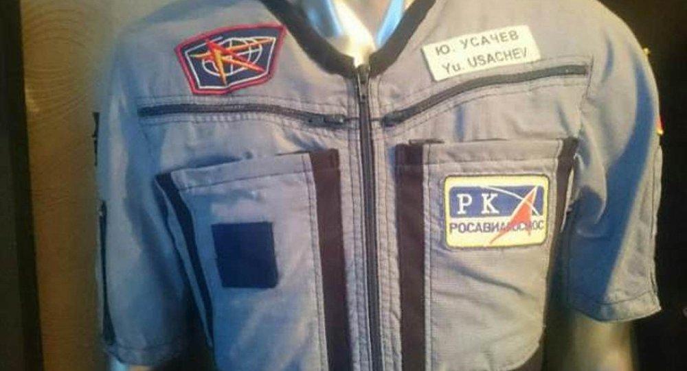 Rus kozmonotun yörüngede giydiği kostüm yarım milyona satışa çıkarıldı