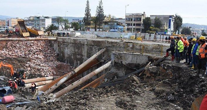 İzmir'de metro otopark inşaatındaki göçük