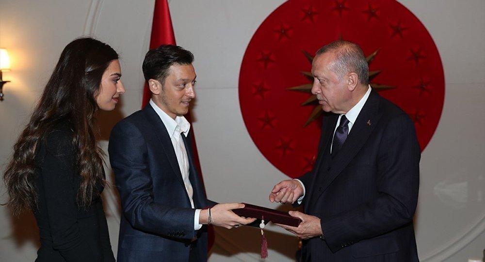 TFF Başkanı Özdemir'den Mesut Özil açıklaması: Cumhurbaşkanımızla fotoğraf verdiği için takımından uzak tuttular