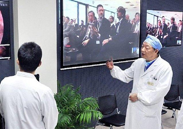 Dünyanın ilk uzaktan beyin ameliyatı