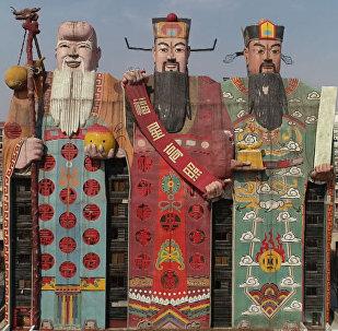 Çin'den 'üç tanrı' heykeli şeklinde otel