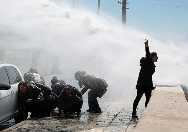 HDP'lilere mezarlık yasağı: Yürümek isteyenlere polis müdahalesi