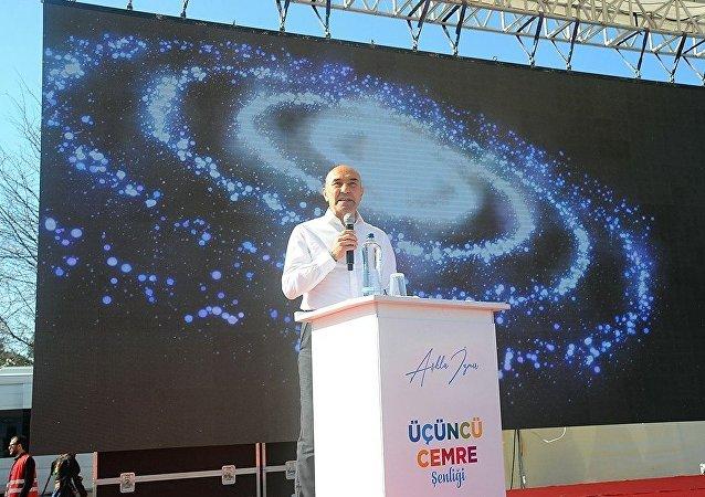 Tunç Soyer, projelerinin son bölümünü Kadifekale'de gerçekleşen '3. Cemre Buluşması'nda kamuoyuyla paylaştı