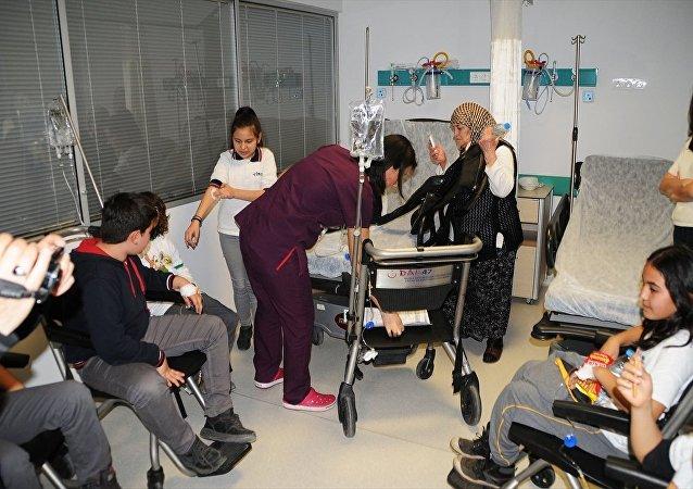 Muğla'da 16 öğrenci, gıda zehirlenmesi şüphesiyle hastaneye kaldırıldı