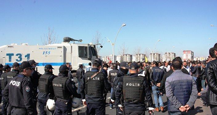 Nevruz etkinliği nedeniyle Diyarbakır genelinde geniş güvenlik önlemleri alındı.