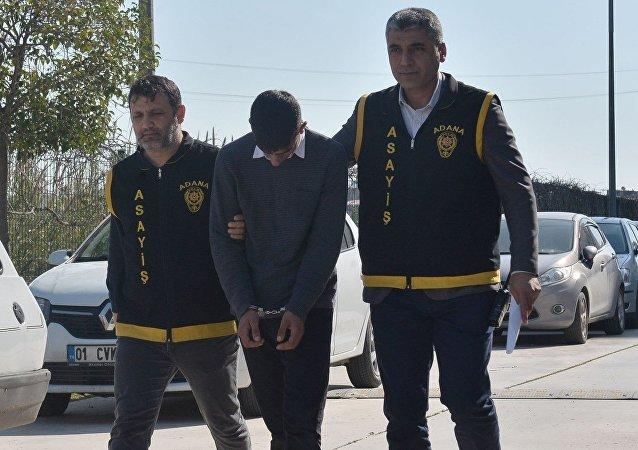 Adana'da cep telefonunu çalan kapkaççılar