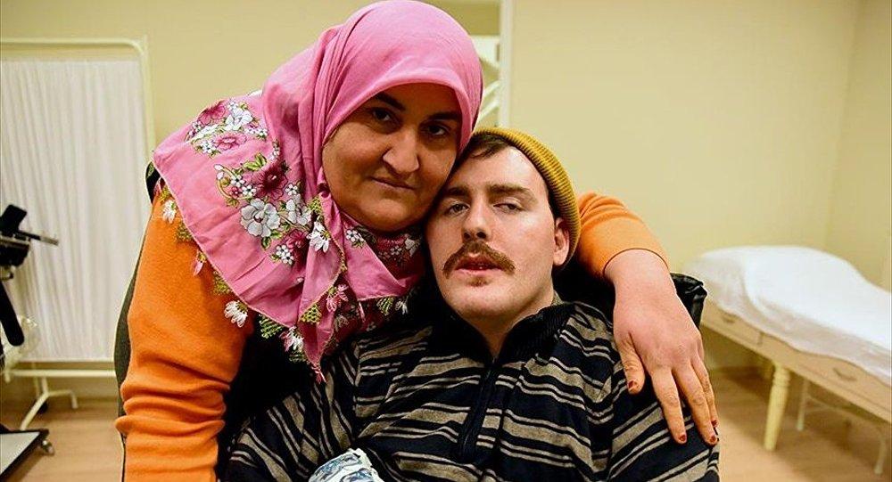 Gülsüm Kabadayı ve 'Umut' ismini verdiği felçli Rus genci