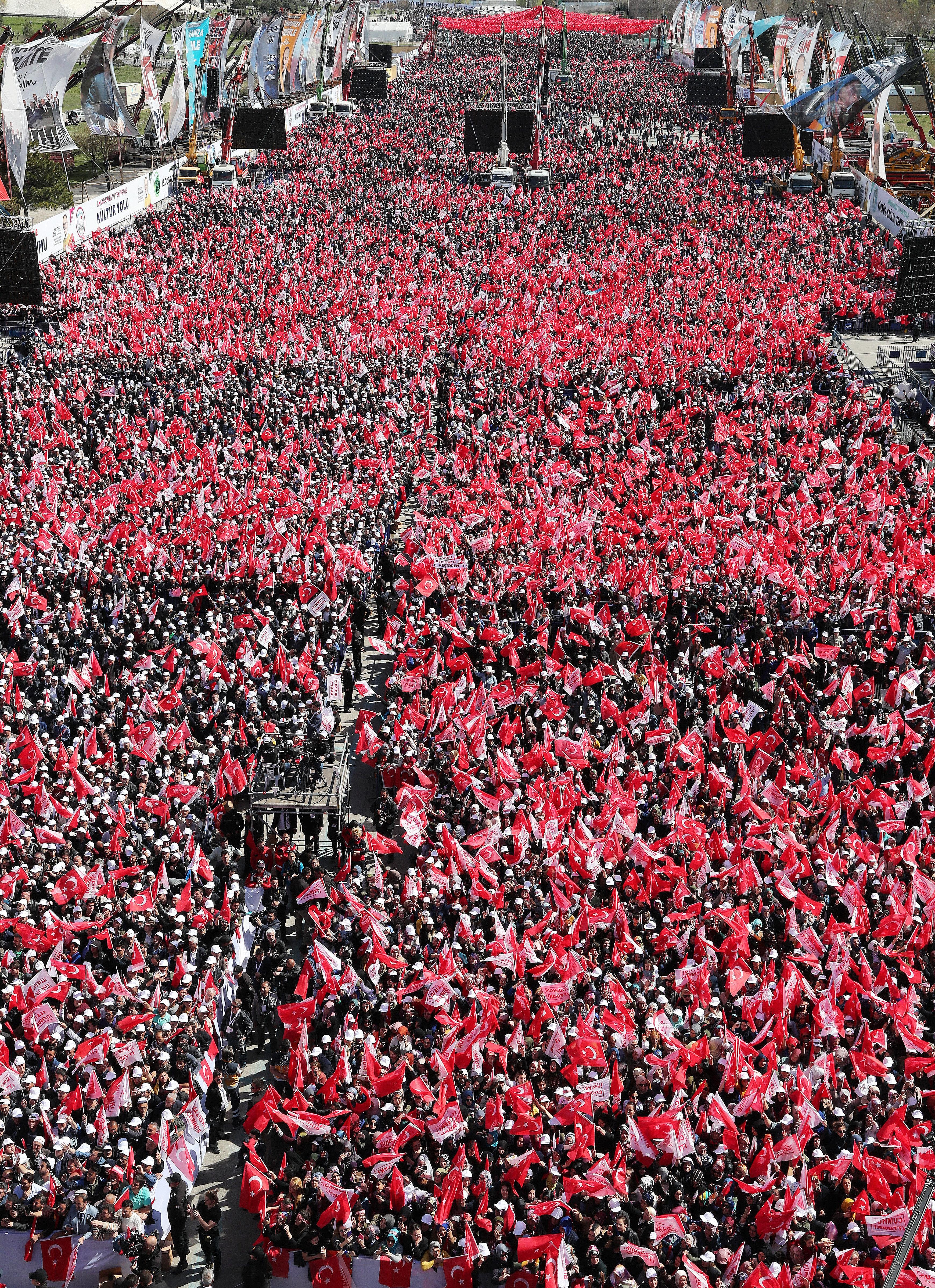Erdoğan mitinge 450 bin kişinin katıldığını duyurdu