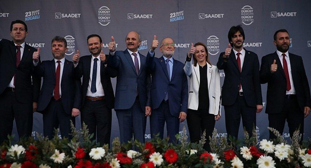 Saadet Partisi Genel Başkanı Temel Karamollaoğlu, İzmit'teki Milli İrade Meydanı'nda düzenlenen mitingde partililere hitap etti.