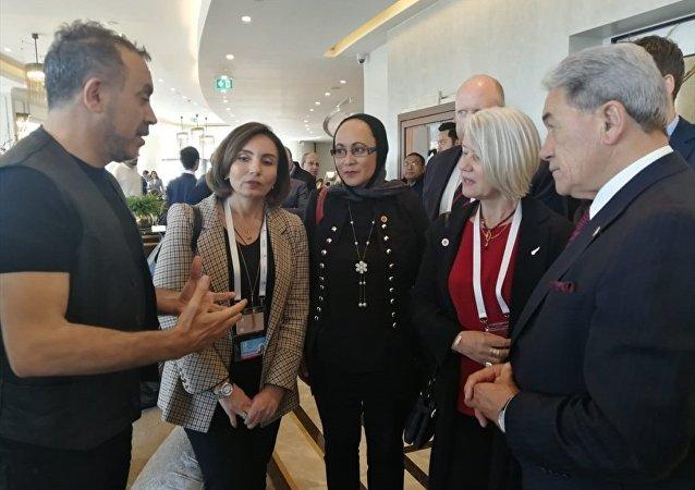 Yeni Zelanda Başbakan Yardımcısı ve Dışişleri Bakanı Winston Peters ve şarkıcı Haluk Levent