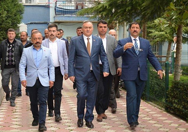 MHP Grup Başkanvekili Erkan Akçay (Ortada)
