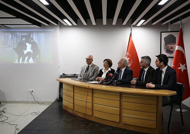 Partisinin genel merkezinde düzenlediği basın toplantısında Perinçek, Akşener'in FETÖ ve PKK ile dayanışma içinde olduğunu ileri sürdü.