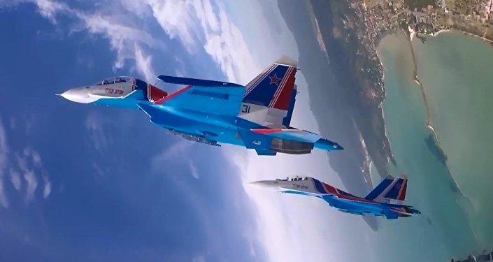 Rus Şövalyeleri'nin hava akrobasi gösterisi pilot kabinindeki kameraya yansıdı