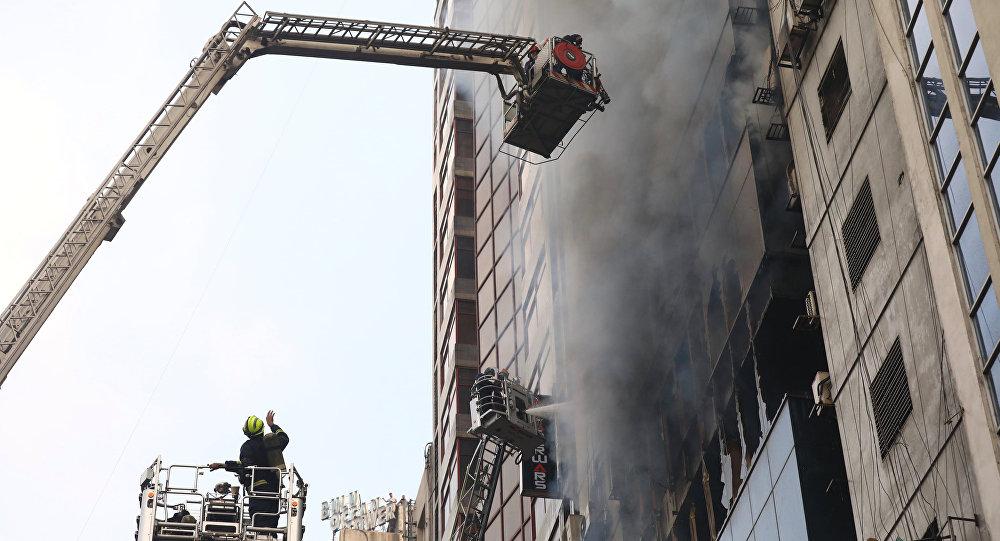 Bangladeş'in başkenti Dakka'da 22 katlı binada çıkan yangında yaşamını yitirenlerin sayısı 25'e yükseldi.