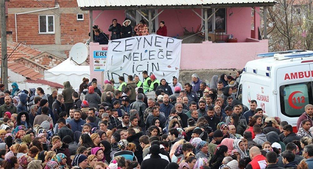 Kırklareli'nde metruk binada öldürülen 11 yaşındaki Zeynep Esin'in cenazesi toprağa verildi.