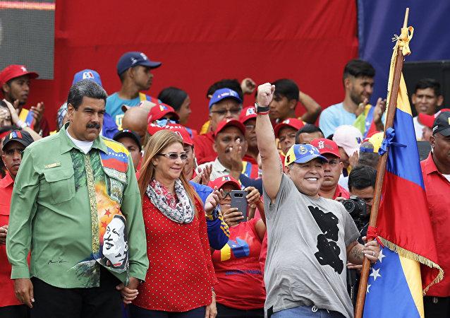 Arjantinli futbolcu Diego Maradona ve Venezüella Devlet Başkanı Nicolas Maduro