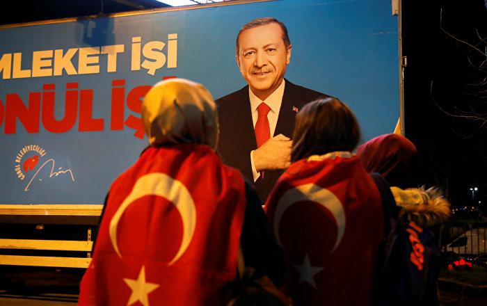 Güngör: Alnına dahi 'Reis' yazısını asmaya çalışan gazeteciler, siyasetçiler birer 'zübükzade'ye dönüşmüş