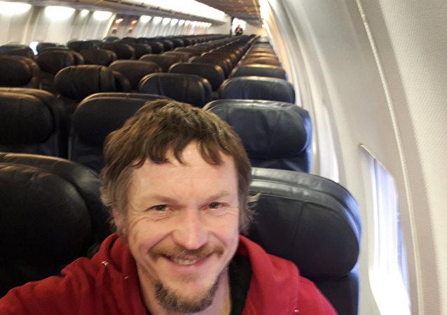 Litvanya'nın başkenti Vilnius'tan İtalya'nın kuzeyinde yer alan Bergamo kentine gitmek için yola çıkan Skirmantas Strimaitis, 188 kişilik Boeing 737-800 tipi uçakta tek başına uçtu.