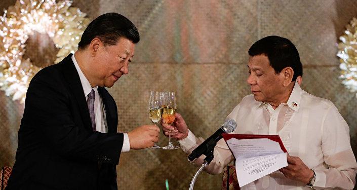 Şi Jinping ile Rodrigo Duterte