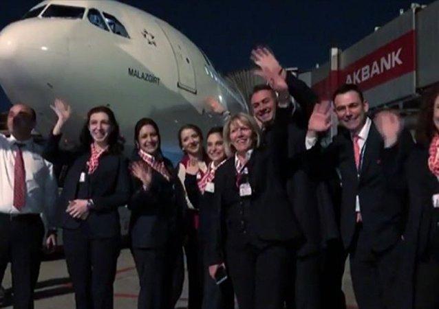 Atatürk Havalimanı'ndan son iç hat uçuşu Malazgirt uçağı ile Ankara'ya gerçekleştirildi